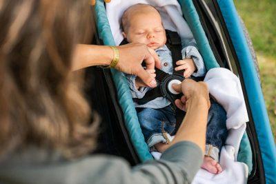 Baby im Kinderfahrradanhänger Croozer