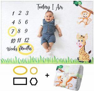 Babydecke mit Monat als Geschenk zur Geburt